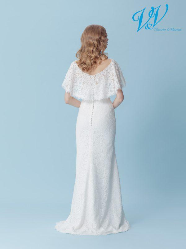 An A-Line wedding dress with a sweetheart neckline.