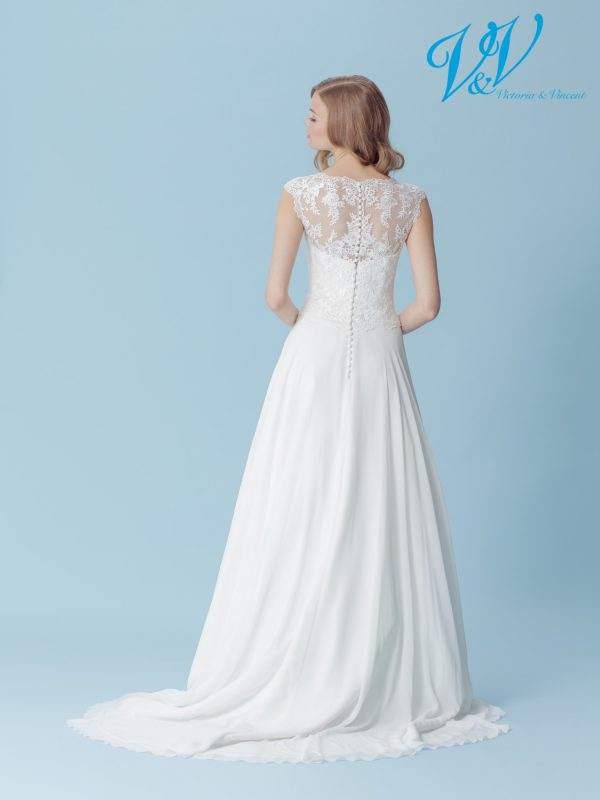 A chiffon A-Line wedding dress for a simple boho look. Perfect for a summer wedding.