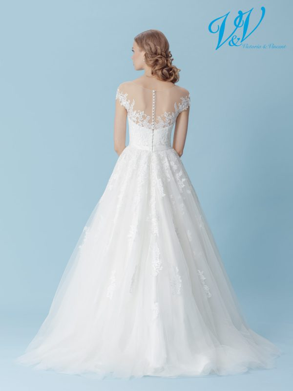 An A-Line wedding dress with shoulder straps. Very high quality lace. Perfect for a traditional look.