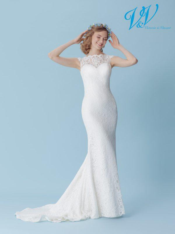 A backless mermaid wedding dress for a simple boho look.