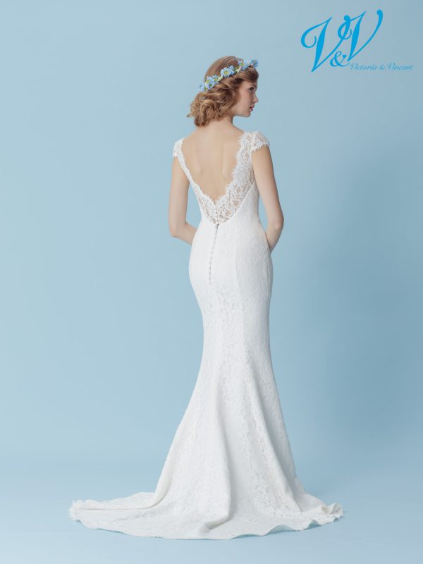 A backless mermaid wedding dress for a simple boho look.