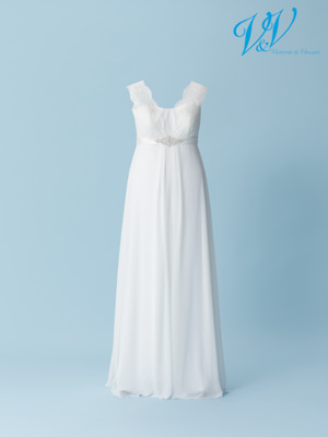 A beautiful plus size bridal dress with a lace-up back. High quality chiffon.