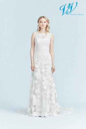 A sheath wedding dress for a beautiful classic look.
