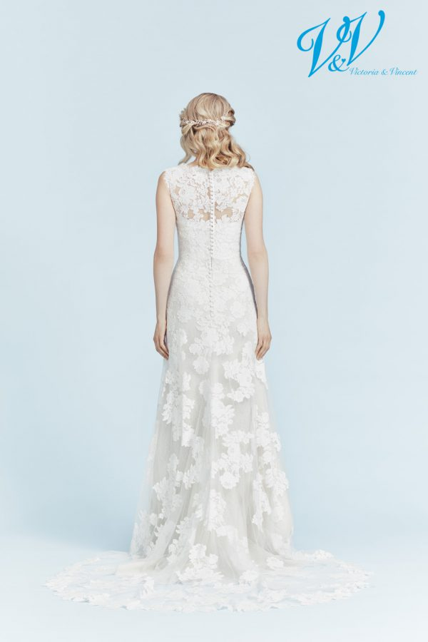A sheath wedding dress for a beautiful classic look.
