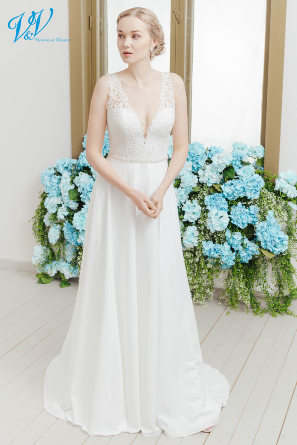 Beautiful vintage wedding dress with an open back. Made of high quality crepe. Color in the picture is ivory / nude but this bridal gown is also available in all ivory and white.