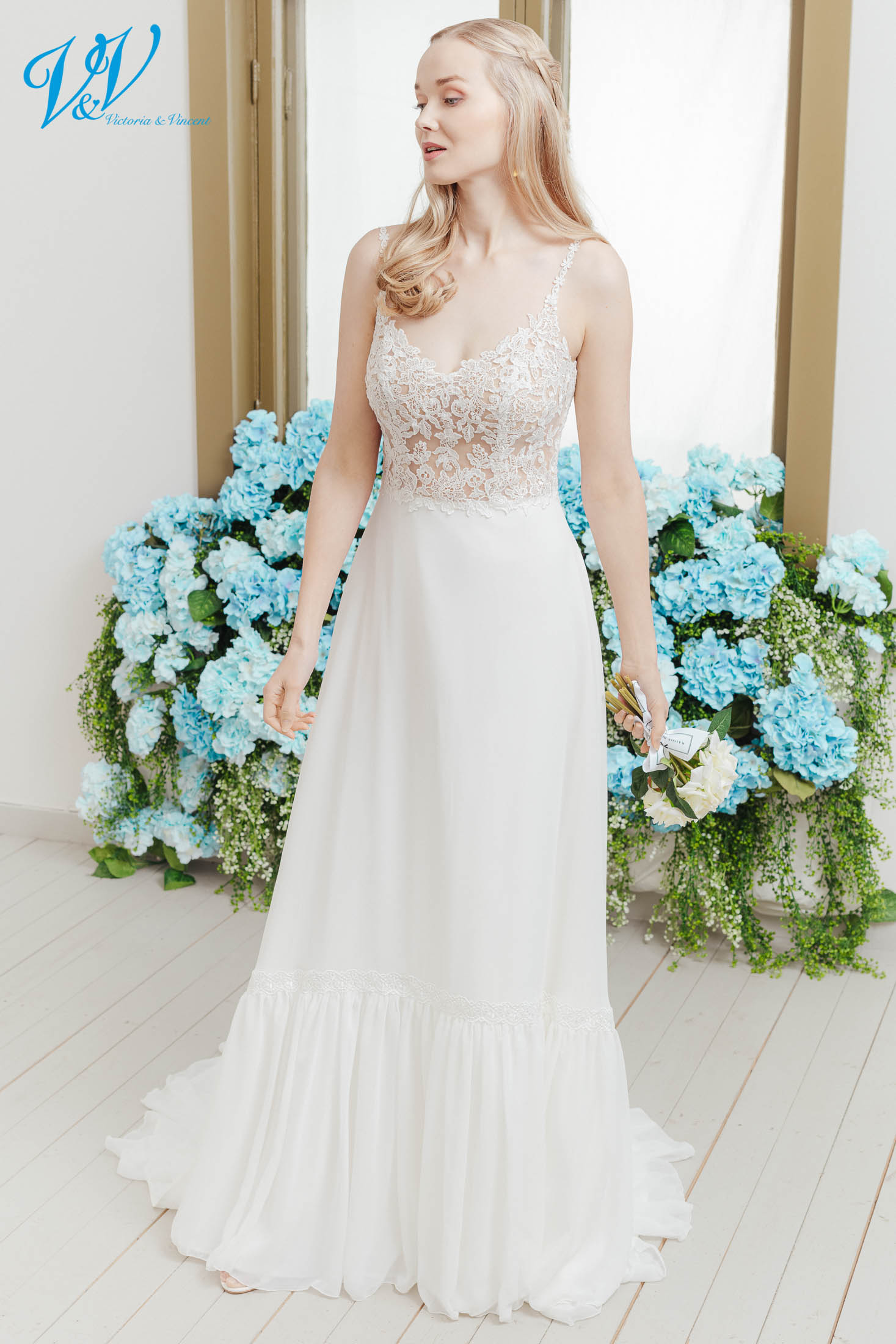 A chiffon wedding gown with gorgeous lace details. This backless bridal dress will make you feel sexy with a boho touch. Color in the picture is ivory / nude but this bridal gown is also available in all ivory and white.